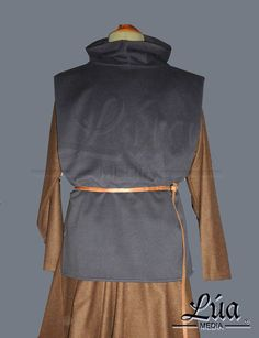 Surcoat made of wool fabric for medieval re-enactment by LuaMedia