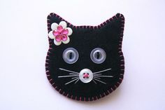 Cat Crafts, Sewing Crafts, Sewing Projects, Felt Embroidery, Needle Felted, Felt Decorations, Felt Cat, Felt Christmas Ornaments, Felt Brooch