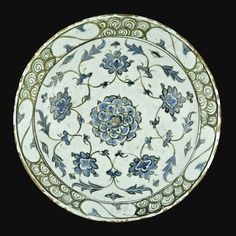 AN IZNIK POLYCHROME POTTERY DISH, TURKEY, 17TH CENTURY