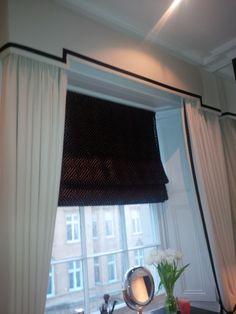 Curtain pelmet, black and white
