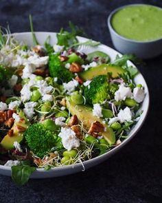 Basisrecept kippensoep - deze soep kan iedereen maken! | Flying Foodie.nl Bbq Salads, Lemon Poppyseed Muffins, Vegetarian Recipes, Healthy Recipes, Butter Chicken, Lunches, Brunch, Food And Drink, Veggies