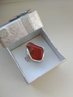 Jaspis červený je nositeľom vitálnej energie. Jaspis je kameňom sebadôvery a pevnej vôle, ktoré sú nevyhnutné pre správne rozhodnutia. Heart Ring, Rings, Jewelry, Jewlery, Jewerly, Ring, Schmuck, Heart Rings, Jewelry Rings
