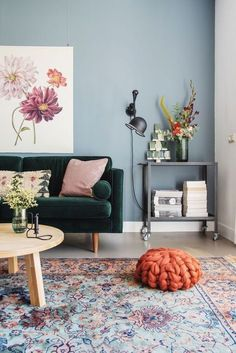 50 Awesome Small Apartment Living Room Design Ideas - Most creative decoration list Living Room Grey, Living Room Modern, Small Living Rooms, Living Room Interior, Home Living Room, Living Room Designs, Blue And Green Living Room, Eclectic Living Room, Small Apartment Living