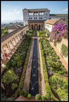 Islamic Architecture, Landscape Architecture, Beautiful Buildings, Beautiful Places, Alhambra Spain, Fountain Design, Andalucia Spain, Le Palais, Spain And Portugal