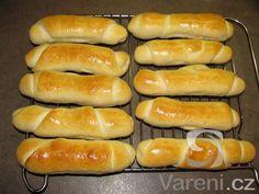 Recept na rohlíky z domácí pekárny.
