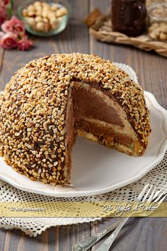 Zuccotto Rocher an effective and easy dessert for all your special occasions. A perfect recipe to consume even Pandoro. Easy Sweets, Easy Desserts, Delicious Desserts, Food Cakes, Cupcake Cakes, Easy Cake Recipes, Sweet Recipes, Dessert Recipes, Zuccotto Cake Recipe
