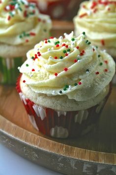 Vanilla Cupcakes with Whipped Eggnog Frosting Caramel Apple Cupcakes, Berry Cupcakes, Caramel Apples, White Cupcakes, Baking Cupcakes, Vanilla Cupcakes, Frosting Recipes, Cake Recipes, Anniversary Cupcakes
