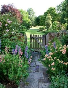 Do you know where this lovely #English #cottage style #garden is? I can't trace the place (or even the photo source), but I'd love to have this lovely garden on the other side of my front or back door. Sadly no such luck. Blue delphiniums & pink climbing roses for sure. I think the other pink flowers are probably penstemons on the left & possibly alstromerias on the right?