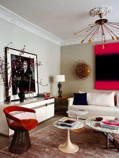 Sofá, de Blasco &  Blasco, y cojines de Living Pink con tela de Designers Guild.