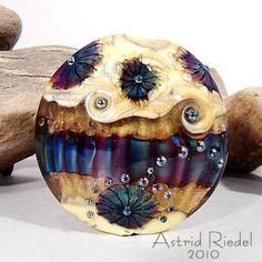Astrid Riedel Glass Artist: 3 beads extravaganza ;)