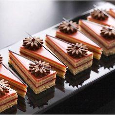 Торты и пирожные — Nina Tarasova — Pastry Art Chef Mini Desserts, Elegant Desserts, Beautiful Desserts, Delicious Desserts, Dessert Recipes, Gourmet Desserts, Mini Cakes, Cupcake Cakes, Cupcakes