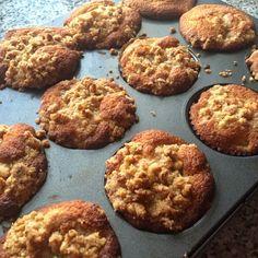 HRUŠKOVÉ MUFFINY S OŘECHY                                      Není muffin jako muffin, tentomuffin chutná skoro jako opravdický. Víc vám nevysvětlím, jelikož je to hláška Michala, který tímto ohodnotil tyto muffiny. Jsou prostě výborný. 125 g změklého másla …