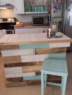 Awesome 9 Creative DIY Kitchen Pallets Ideas That You Can Apply DIY Creative Kitchen Palette Ideas are a very good idea and very useful for your home. because by making a creative DIY kitchen we will save a lo. Wooden Pallet Projects, Wooden Pallet Furniture, Pallet Crafts, Bar Furniture, Wooden Pallets, Furniture Projects, Kitchen Furniture, Pallet Ideas, Diy Projects