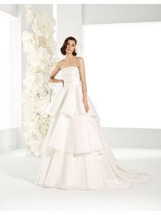 Vestido de novia Pepe Botella colección La Fleur 2017 Modelo Arianna by Lucia Botella. #vestidodenovia #novia #bodas2017 #moda #bridalfashion #weddingdress #bridalinspiration