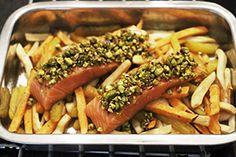 Super simpel koolhydraatarm recept met veel groenten en zalm met pistachekorst