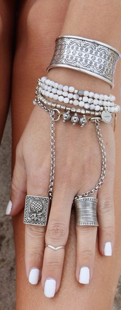 Si te gustan los brazaletes con anillos, estos 18 diseños serán tus favoritos