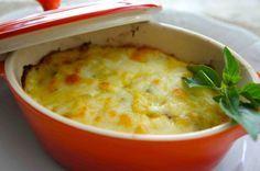 Ingredientes:  1 k de mandioca cozida  2 ovos  2 colheres (sopa) de margarina (50g)  2 cubinhos de caldo de legumes  1 e 1/2 xícara ...