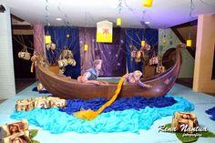 Fiquei encantada com essa festa com o tema Rapunzel! Olha que capricho!!! Foi o aniversário de 5 aninhos da Lara, filha da querida Helena da... Bolo Rapunzel, Tangled Rapunzel, Disney Tangled, 28th Birthday, Baby Birthday, Birthday Party Themes, Disney Princess Birthday Party, Princess Theme Party, Disneyland