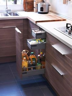 In this kitchen a large window provides lots of natural - Ikea organizador cocina ...