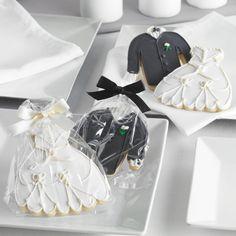 Bride and Groom Cookie Wedding Favors | #exclusivelyweddings | #blackandwhitewedding