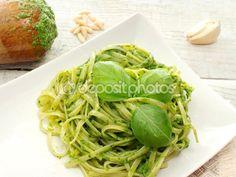Bavette with pesto sauce — Foto Stock #43357317