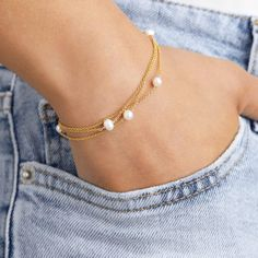 Solid Gold Layered Pearl Bracelet (S) by Lily & Roo - Schmuck - Jewelry Cute Jewelry, Pearl Jewelry, Jewelry Gifts, Jewelry Bracelets, Silver Jewelry, Jewelry Accessories, Sea Glass Jewelry, Silver Ring, Silver Earrings