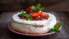 Jeden zmála druhů zeleniny, který je kdostání opravdu jen několik týdnů vroce, je rebarbora. Takže je naše až skoro kulinární povinnost její sezony využít! Po klasických koláčích sdrobenkou si zní dnes upečeme jahodový dort stzv. Swiss meringue buttercream, tedy švýcarským sněhovým máslovým krémem, na který můžete narazit vmnoha zahraničních receptech. Camembert Cheese, Cheesecake, Sweets, Cakes, Gummi Candy, Scan Bran Cake, Cheese Cakes, Candy, Kuchen