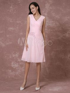 7dfed9a71b Pink Chiffon Bridesmaid Dress Short V-neck Cocktail Dress Lace Applique  Beading Pleated Knee Length Occasion Dress