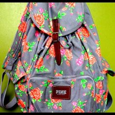 my cousin has this its from victoria secret it was cheap at the mall on black friday haha Cute Backpacks, Girl Backpacks, Animal Bag, Pink Nation, Pink Brand, Pink Outfits, Cute Bags, Vs Pink, School Supplies