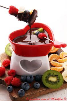 Il Pomodoro Rosso di MAntGra: Fonduta di cioccolato e frutti di bosco