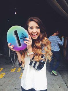 Whoo hoo zoe won bbc teen awards twice now 😀 👏👏 xx Joe And Zoe Sugg, Joe Sugg, British Youtubers, Best Youtubers, Mandy Kay, Sugg Life, Teen Awards, Bae, Ricky Dillon