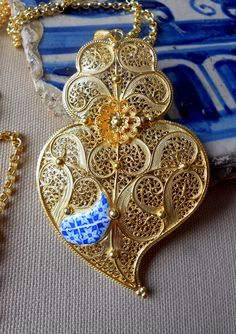 Portugal HUGE Filigree Handmade Heart of Minho Viana by Atrio Folklore, Antique Jewelry, Vintage Jewelry, Gold Filigree, Portuguese, Jewelery, Fashion Accessories, Bling, Gemstones