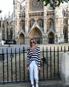 Westminster Abbey /Lululemon/ quay Sunglasses / travel look / airport style