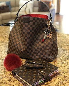 2020 New Collection For Louis Vuitton Handbags, LV Bags to Have. Source by haalidawn Bags 2020 Louis Vuitton Taschen, Sac Speedy Louis Vuitton, Louis Vuitton Designer, Louis Vuitton Neverfull Mm, Designer Bags, Louis Vuitton Monogram, New Louis Vuitton Handbags, Louis Vuitton Luggage, Louis Vuitton Shoulder Bag