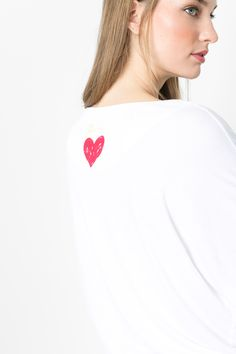 The perfect touch for a white back: a little hand made heart. Because love is not only where the heart is...