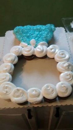 Cupcakes shaped like a wedding ring