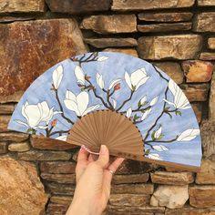 나만의 부채 갖기! 하나하나 수작업으로 그리는 부채 하나씩만 제작(희소성) 아련하면서도 우아한 느낌을 살린 숭고한 사랑의 목련 size Art Drawings For Kids, Drawing For Kids, Oriental Flowers, Chinese Fans, Paper Fans, Art Education, Hand Fan, Handmade Crafts, Colored Pencils