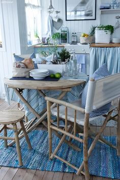 🌟Tante S!fr@ loves this📌🌟Reminds me our beach cottage vacations with grandma, and makes me long for a beach vacation Cozy Cottage, Cottage Living, Coastal Cottage, Coastal Decor, Coastal Living, Cottages By The Sea, Beach Cottages, Banquette Design, Deco Marine