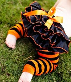Looks like Scrapper wear :)    Halloween Diaper Cover Bloomer par MoonsCustomBoutique sur Etsy, $7,50