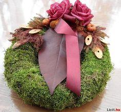 mindenszenteki koszorú - Google keresés All Souls, Funeral Flowers, Ikebana, Birthday Presents, Grapevine Wreath, Grape Vines, Flower Arrangements, Christmas Wreaths, Floral Design