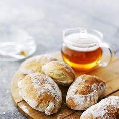 Kuva on kuvituskuva eikä alkuperäisen reseptin tuotos. Sourdough Bun Recipe, Best Bread Recipe, Bread Recipes, Savory Pastry, Savoury Baking, Bread Baking, Good Food, Yummy Food, Salty Foods