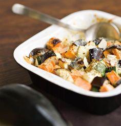 Kasvisgratiini | Kodin Kuvalehti Halloumi, Pasta Salad, Veggies, Eat, Breakfast, Ethnic Recipes, Food, Red Peppers, Crab Pasta Salad