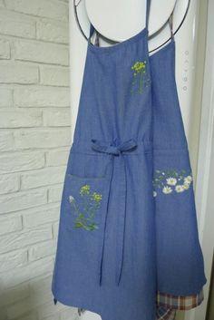 얇은 청지로 앞치마 두종류 만들었어요~♠ 그간 여러 종류의 앞치마를 입어본 경험상 특별한 경우가 아니면... Machine Embroidery Designs, Sewing, My Style, Jeans, Dresses, Closet Dividers, Aprons, Handmade, Fashion