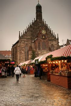 Every year, Germany's most famous Christmas Market opens its stalls for visitors from all over the world, right in the middle of the city, on the Nuremberg Main Market Square. Christmas In Germany, Best Christmas Markets, Christmas Markets Europe, Christmas Travel, German Christmas, Christmas Mood, Vintage Christmas, Church Architecture, Amazing Architecture