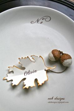 DIY Fall Place Card (w/ free printable download).  Love the touch of the leaf and acorns.