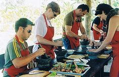 People cooking at the Thai Farm Cooking School in Chiang Mai! http://www.thaifarmcooking.net/home/