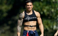 """globalguys: """" New Zealand - Sonny Bill Williams, rugby superstar """" Sonny Bill Williams, Athletic Supporter, Athletic Men, Hot Rugby Players, Soccer Guys, Biker, Sports Models, Rugby League, Sport Man"""