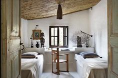 Take a tour of this airy, eclectic guest house on Spain's Costa Brava, transformed from a set of stables by designer and collector Serge Castella. Home Design, Interior Design, Interior Ideas, Modern Design, Magazine Deco, Built In Desk, Spanish House, Traditional Decor, Rustic Interiors