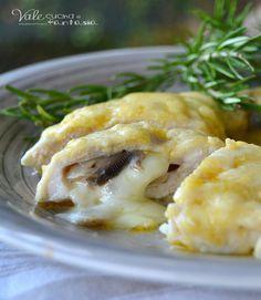 Petti di pollo al latte ripieni di funghi e provola, un delizioso e goloso secondo piatto a base di pollo, con un ripieno saporito e filante