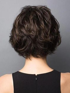 Long pixie hairstyles are a beautiful way to wear short hair. Many celebrities are now sporting this trend, as the perfect pixie look can be glamorous, elegant and sophisticated. Here we share the best hair styles and how these styles work. Short Hairstyles For Thick Hair, Layered Bob Hairstyles, Long Layered Haircuts, Haircuts With Bangs, Hairstyles Haircuts, Short Hair Cuts, Curly Hair Styles, Pixie Cuts, Haircut Short